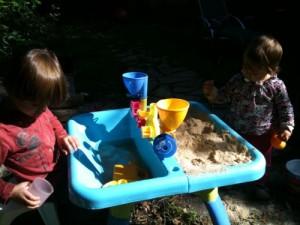 Table sable et eau<br/>Si, si, c&#8217;est encore l&#8217;été !